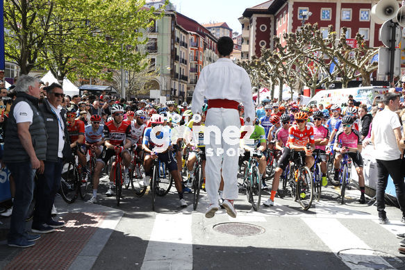 Cycling: Itzulia / Vuelta a País Vasco / Tour Basque Country / Stage 6 / Etapa 6<BR>DESCRIPTION / DESCRIPCION / Salida Star/ dantzari bailando aurresku<BR>Eibar - Eibar (118,2 Km)  13-04-2019 / Tour Basque Country / Luis Angel Gomez ©PHOTOGOMEZSPORT2019