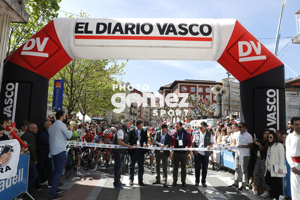 Cycling: Itzulia / Vuelta a País Vasco / Tour Basque Country / Stage 6 / Etapa 6<BR>DESCRIPTION / DESCRIPCION / Salida Star/ <BR>Eibar - Eibar (118,2 Km)  13-04-2019 / Tour Basque Country / Luis Angel Gomez ©PHOTOGOMEZSPORT2019