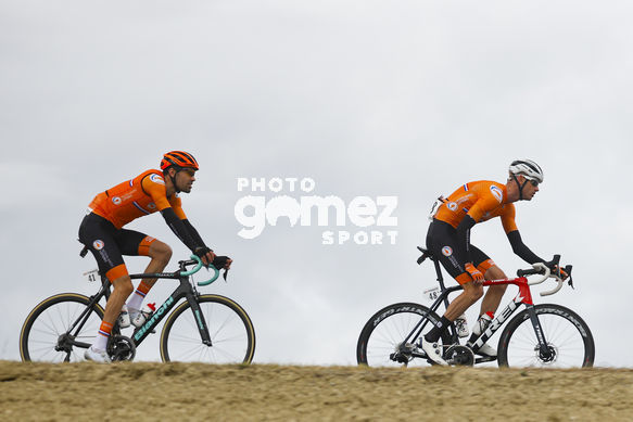 Cycling: Road Wold Championships 2020 / Campeonatos del Mundo de Ruta 2020 / Road Race / Carrera de Ruta / Men Elite / Hombres Elite /<BR>Bunch / Peloton / WEENING Pieter (NED) DUMOULIN, Tom (NED)<BR>Imola - Imola  (258 km) 27-09-2020/<BR>Road Wold Championships 2